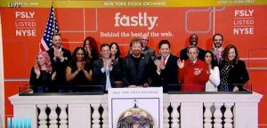 Fastly CEO Artur Bergman and team ring the bell at the NYSE.